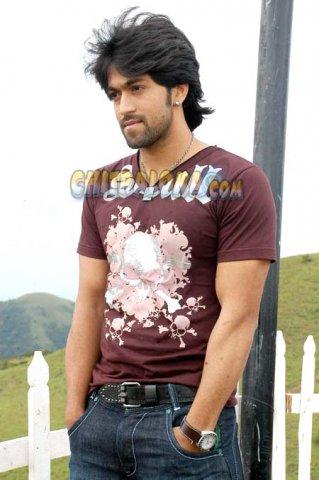 Kannada Actor Yash Hd Image Com Enam Wallpaper