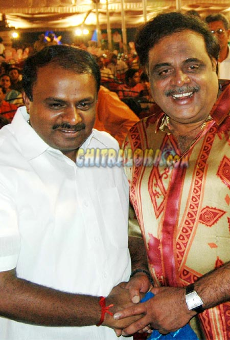 HD Kumaraswamy - Ambareesh Image
