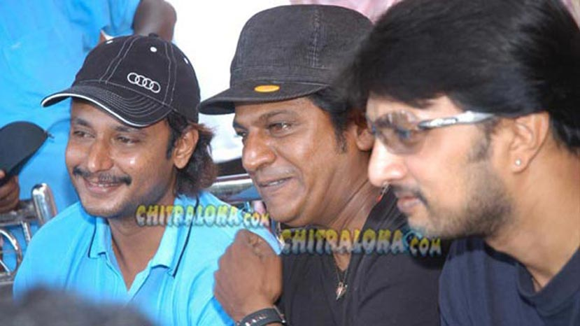 darshan, shivarajkumar, sudeep during a cricket match