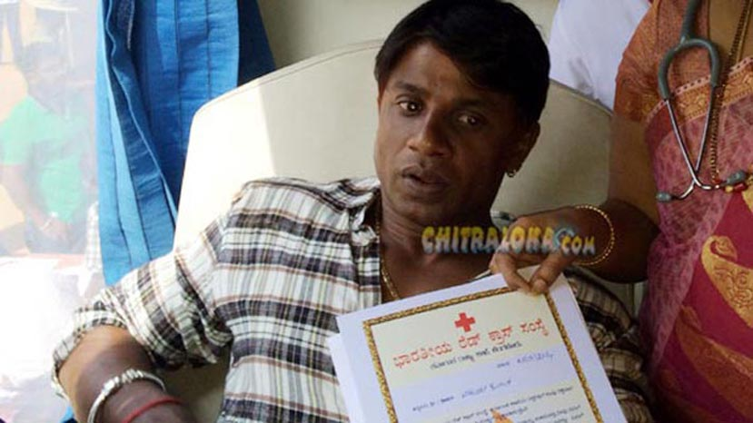 vijay blood donating image