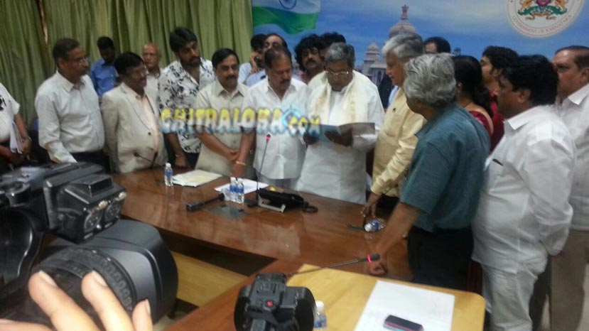 rajendra sing babu and sa ra govindu submit memorandum