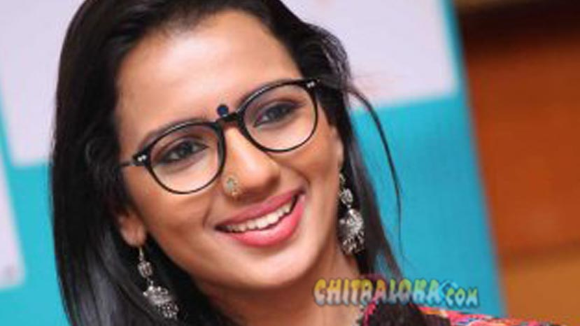 sruthi hariharan as darshan's leading lady