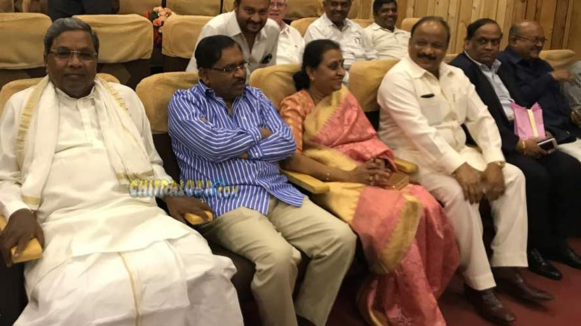 cm siddaramaiah watching movie image