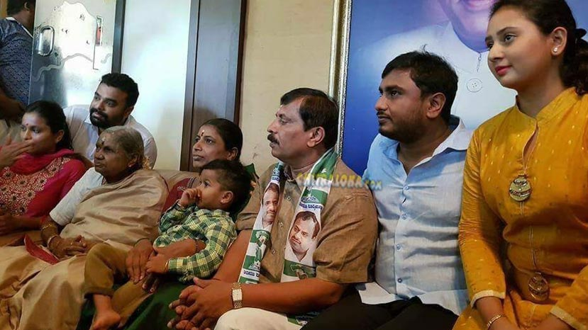 amulya joins jds with her father in law