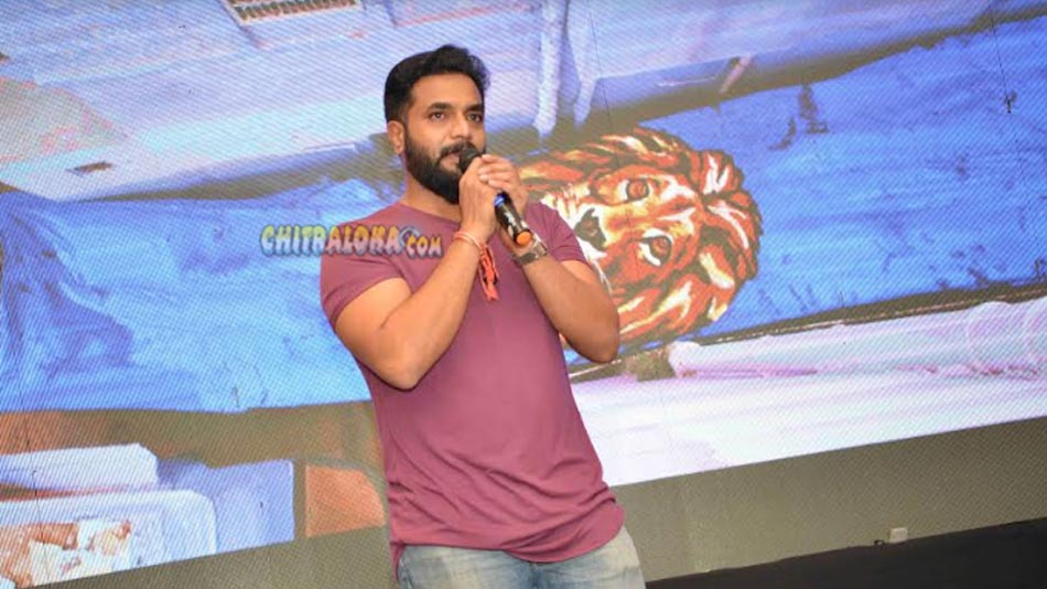 srimurali applauds bharaate movie director and producer
