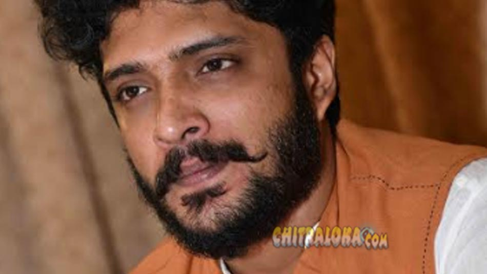 fraud arrested for scamming under vashistha simha's  name
